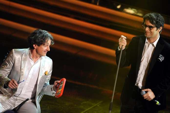 Sanremo 2012, duetto Samuele Bersani Goran Bregovic
