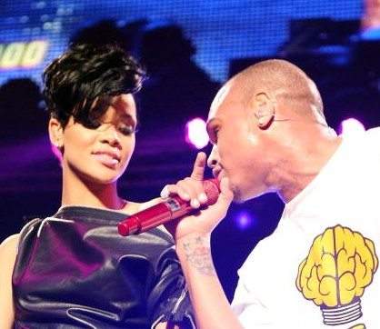 "Rihanna e Chris Brown i remix di ""Birthday Cake"" e ""Turn Up The Music"""