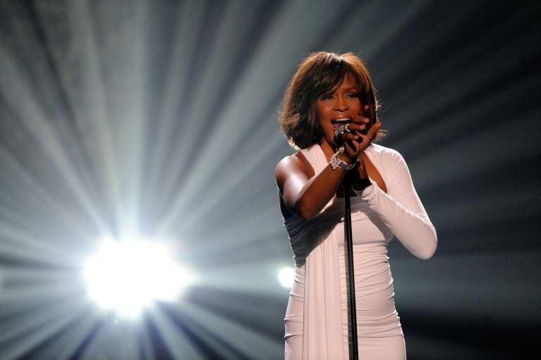 Whitney Houston, risultati autopsia: morta annegata dopo uso cocaina