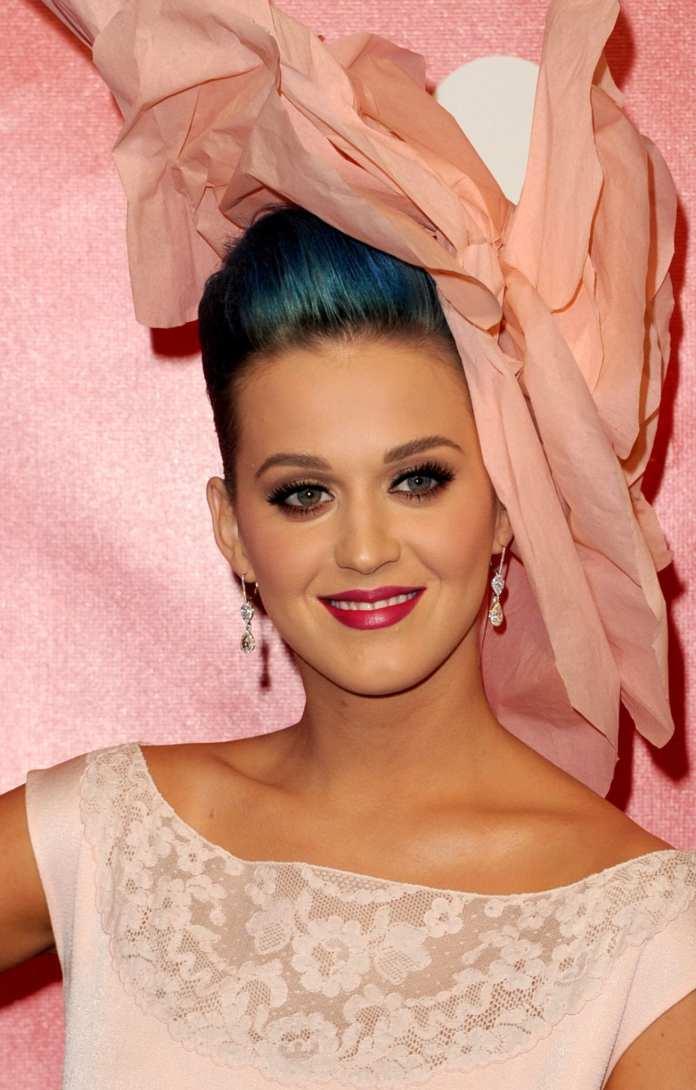 """Katy Perry, il trailer del video di """"Wide Awake"""""""
