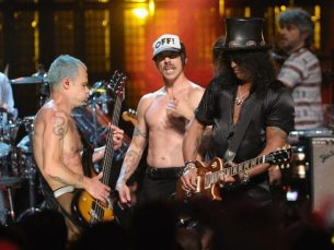 Flea, Anthony Kiedis e Slash | © Michael Loccisano/Getty Images