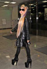 Lady Gaga all'arrivo a Narita