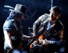 Johnny Depp e Dan Auerbach | © Kevin Winter/Getty Images