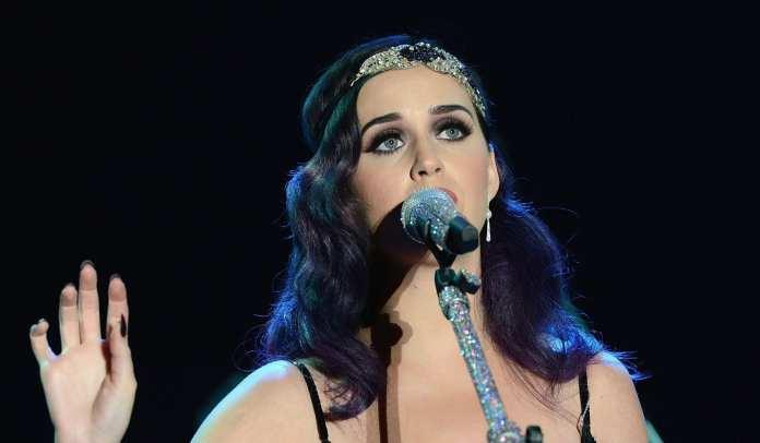 """Katy Perry, il video ufficiale di """"Wide Awake"""""""