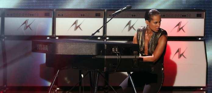 """Stilista per Reebok, Alicia Keys si esibisce con """"Not Even The King"""""""
