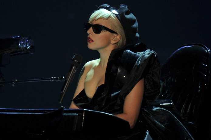Lady Gaga invade Milano, cresce la febbre. Fila chilometrica ad Assago