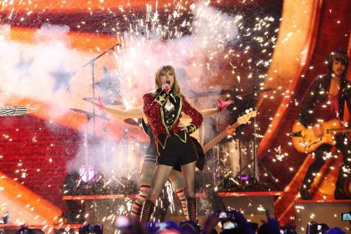 Taylor Swift regina degli MTV EMA 2012, premi e performance