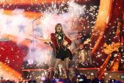 Taylor Swift chiude gli MTV EMA