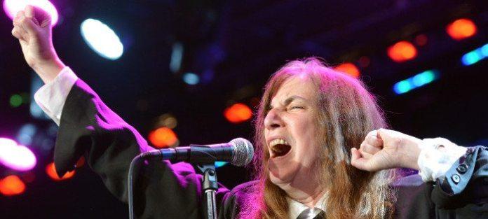 Parata di star al pre Grammy Gala 2013 in ricordo della Houston. Foto