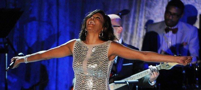 Un anno fa moriva Whitney Houston, anima fragile del Soul