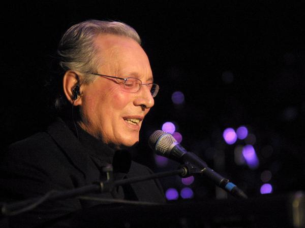Addio a Enzo Jannacci, caposcuola del cabaret e della musica italiana