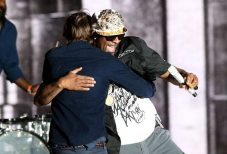 R. Kelly & Thomas Mars | © Christopher Polk/Getty Images