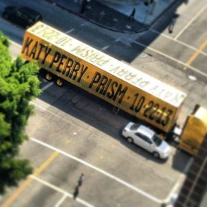 Katy Perry annuncia l'uscita del nuovo album su Twitter