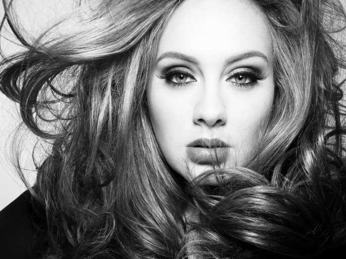"""Adele rompe il silenzio e annuncia """"25"""", il nuovo album"""
