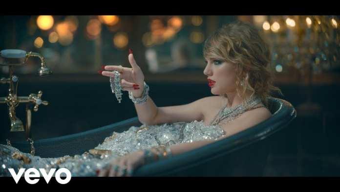 """Tutti gli indizi del video di """"Look What You Made Me Do"""" di Taylor Swift"""