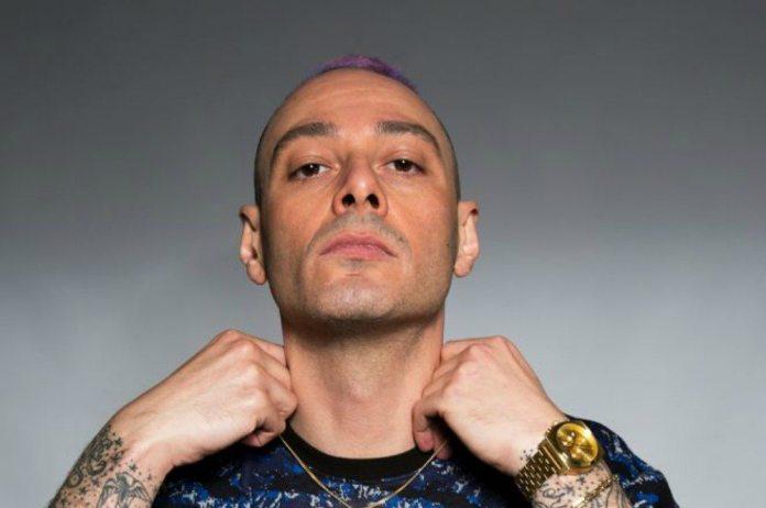 """Fabri Fibra contro X Factor: """"Ti danno soldi per non fare più il rap"""""""