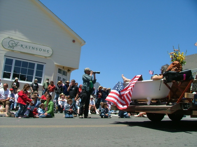 bathtub in the mendocino fourth of july parade