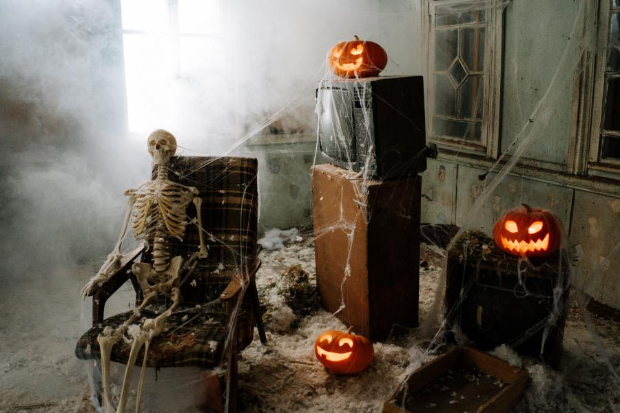 when to hang halloween decorations