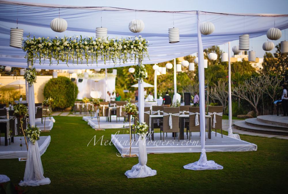 The Budget Friendly Wedding Wedding Decorations Flower Decoration Marriage Decoration Melting Flowers Blog