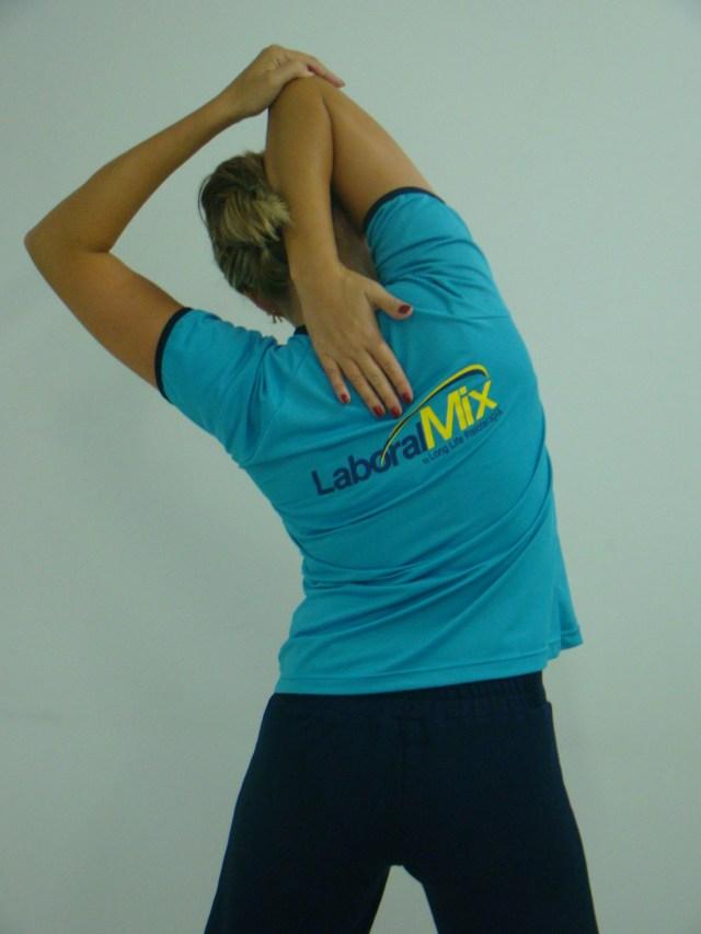 Pausas para alongamento durante o expediente auxiliam na prevenção de doenças ocupacionais. Imagem: Divulgação