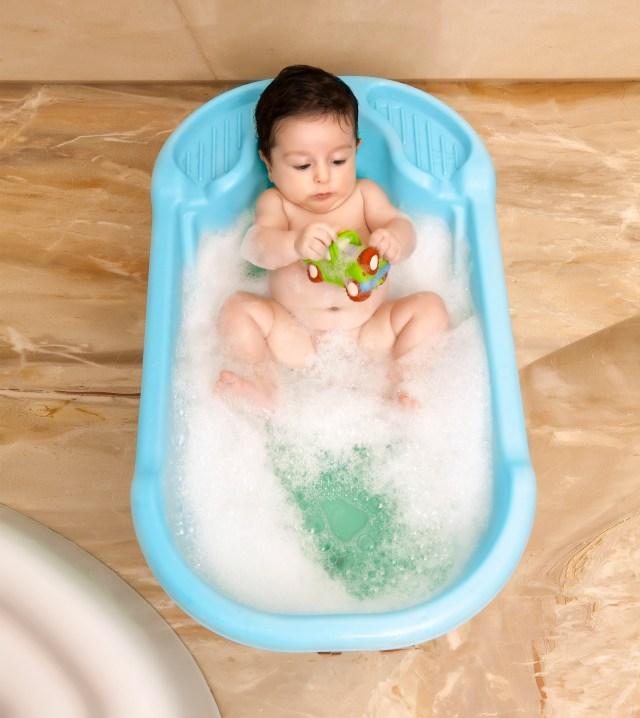 Banheira plástica é opção para as crianças se refrescarem no verão. Imagem: Divulgação