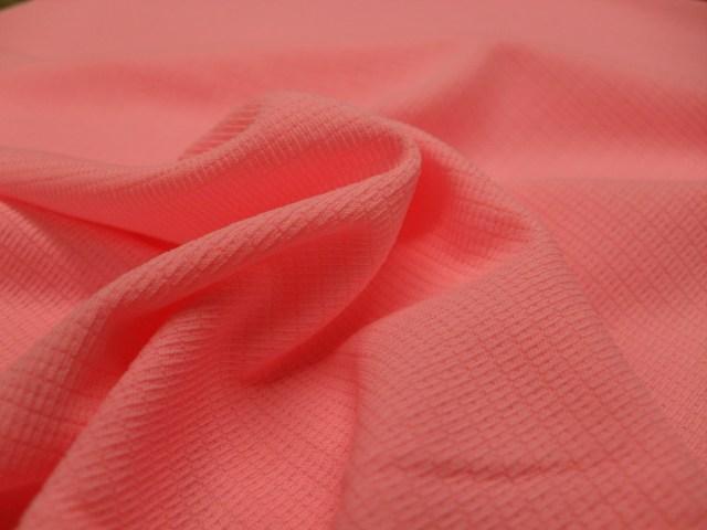 Tecidos como o Pixel, da Farbe, possuem proteção UVA/UVB que não sai com a lavagem. Imagem: Divulgação