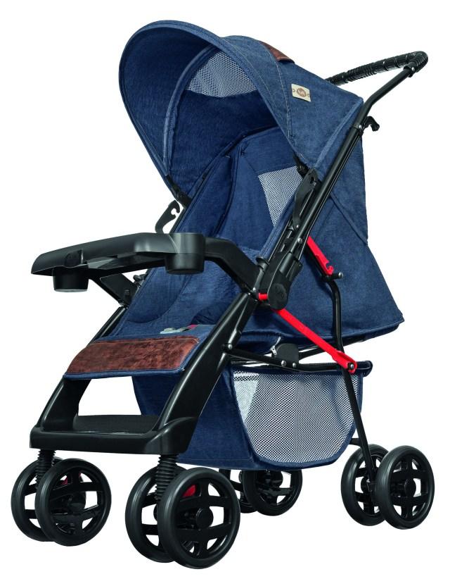 Carrinhos de bebê com revestimentos modernos, como o jeans, ou clássicos, como o xadrez, são as dicas da Tutti Baby. Imagem: Divulgação
