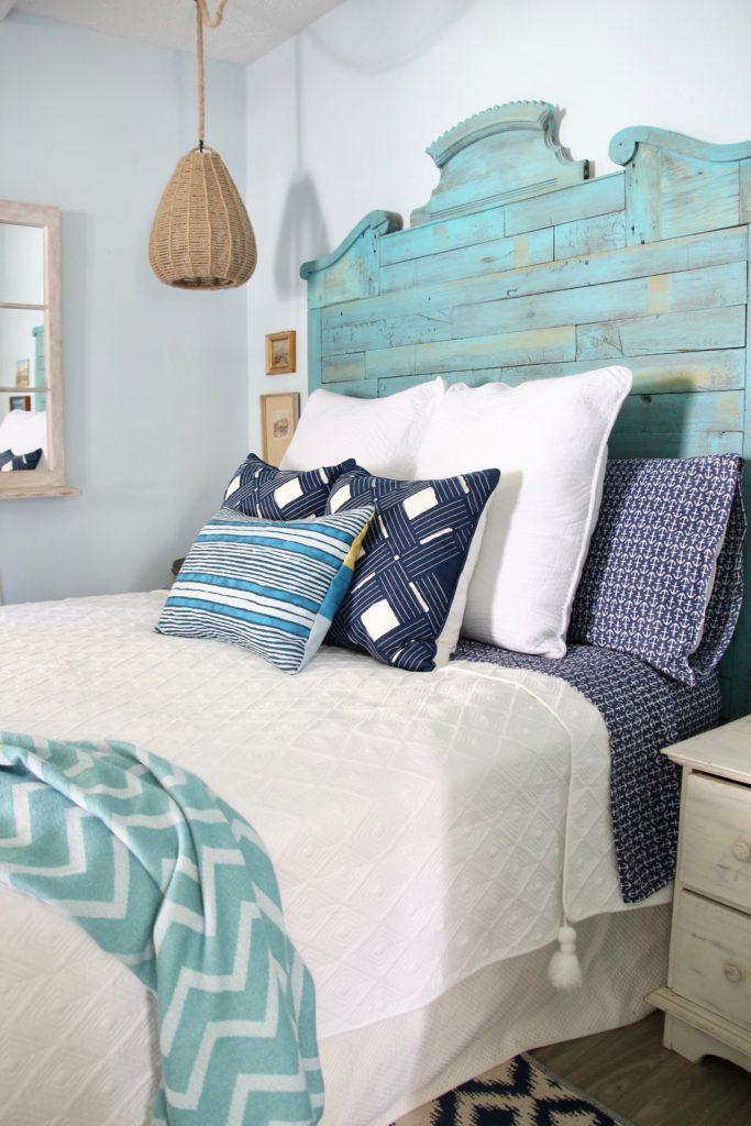 White Bedding Cottage Bedroom Ideas