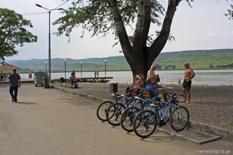 ველოსიპედები ლისის ტბაზე