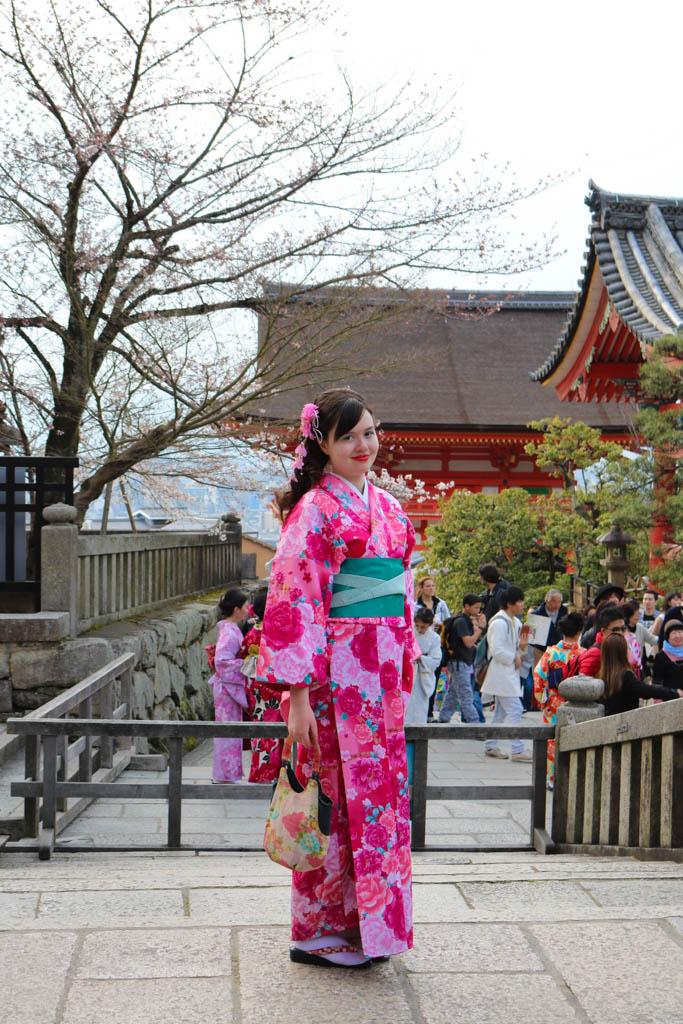 A girl wearing a kimono at Kiyomizu-dera temple in Kyoto