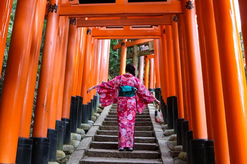 A girl wears a kimono at Fushimi Inari Taisha shrine in Kyoto