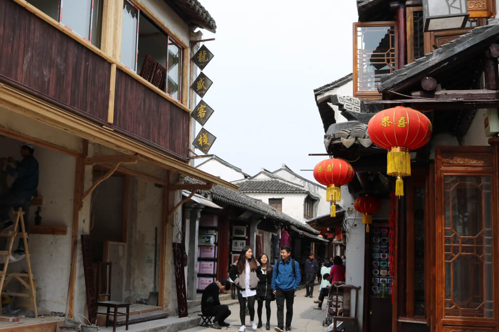 People strolling happily through the streets of Zhouzhuang Water Town