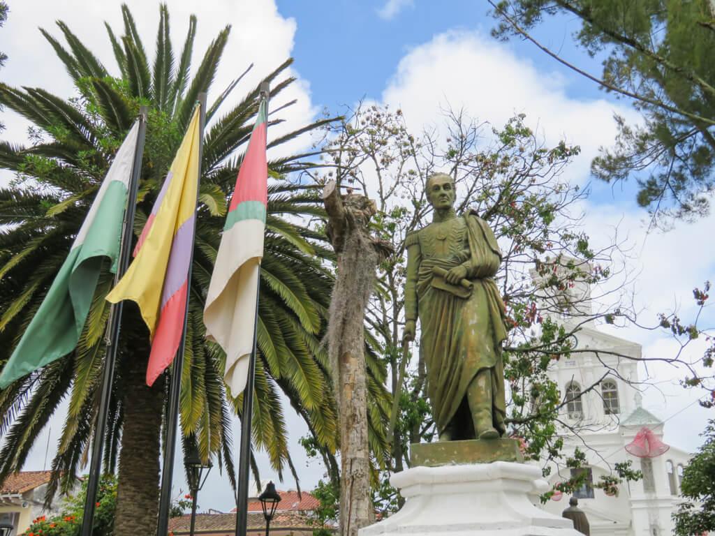Statue of El Padre de la Patria en la plaza principal de Marinilla