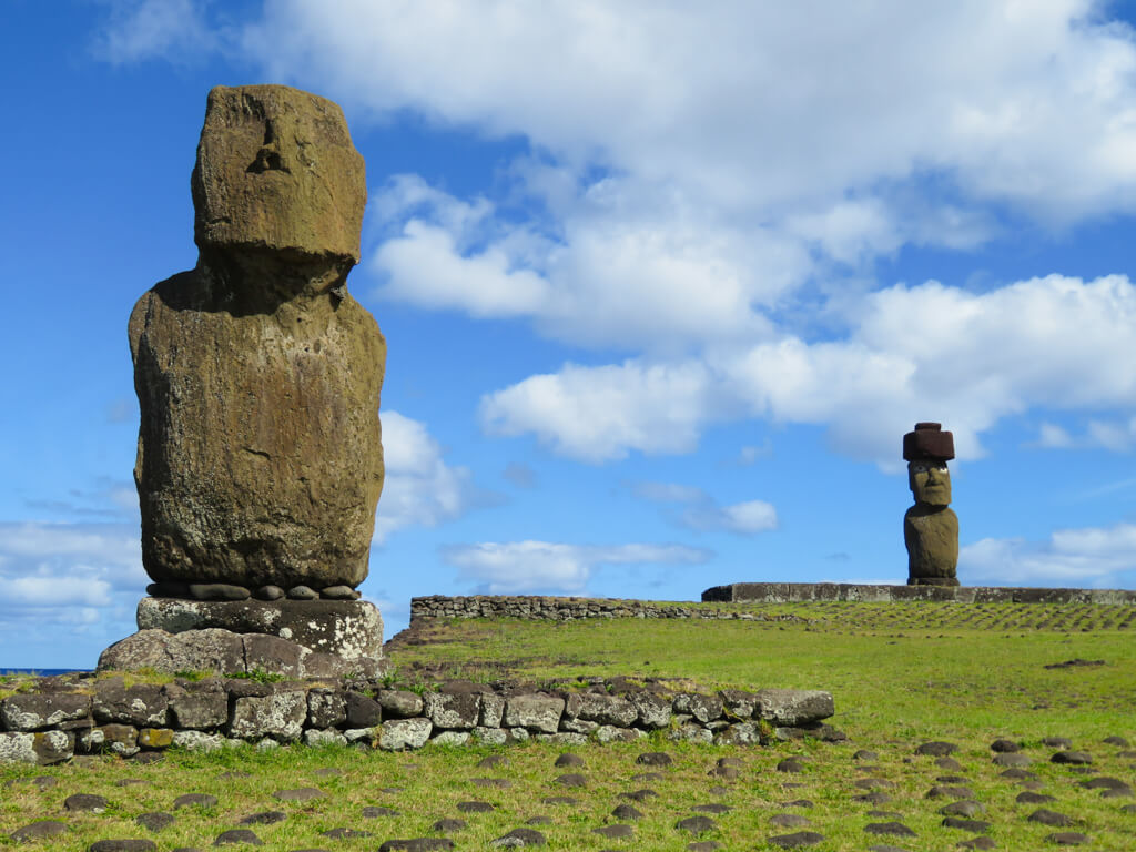 Ahu Tahai has an old, eroding moai