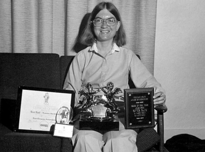 Carol Shaw com prêmios por River Raid