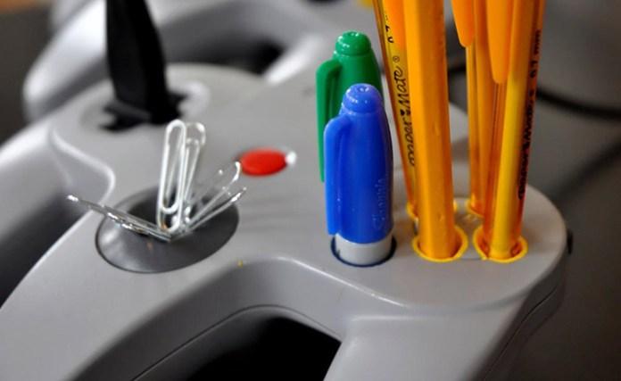 n64 controller desk porta caneta
