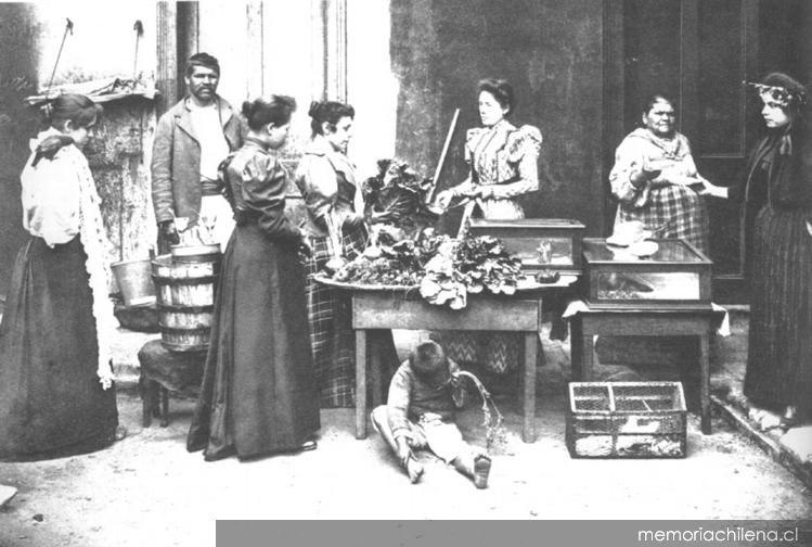 Venta de verduras en el Mercado Central hacia 1900