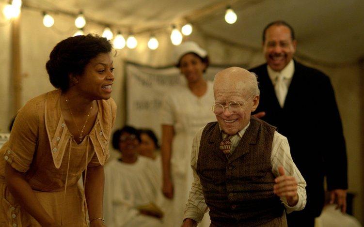 【ベンジャミン・バトン 数奇な人生】80歳で生まれ、若返っていく男の物語