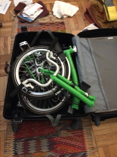 No matter how I tried, I just could not get my Brompton bike to fit into the Samsonite F'Lite GT Spinner 31.