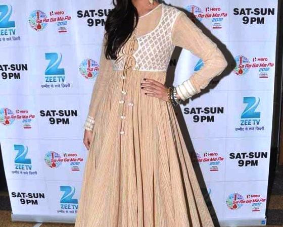 Imran And Anushka On Sets Of Zee Sa Re Ga Ma Pa To Promote Matru Ki Bijlee Ka Mandola