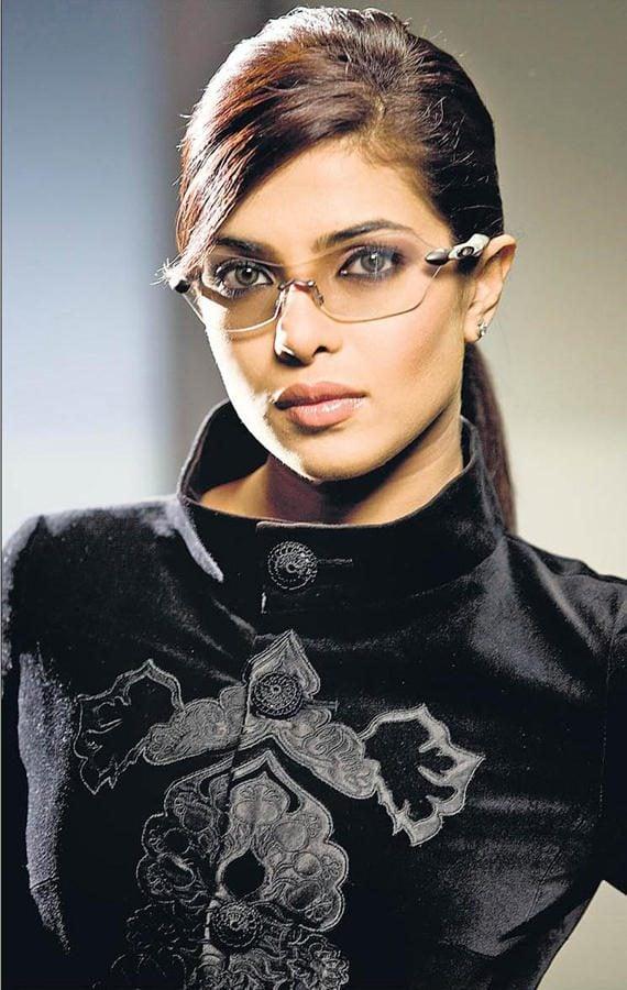 Priyanka Chopra Bold Look Wallpaper, Bold Priyanka Chopra