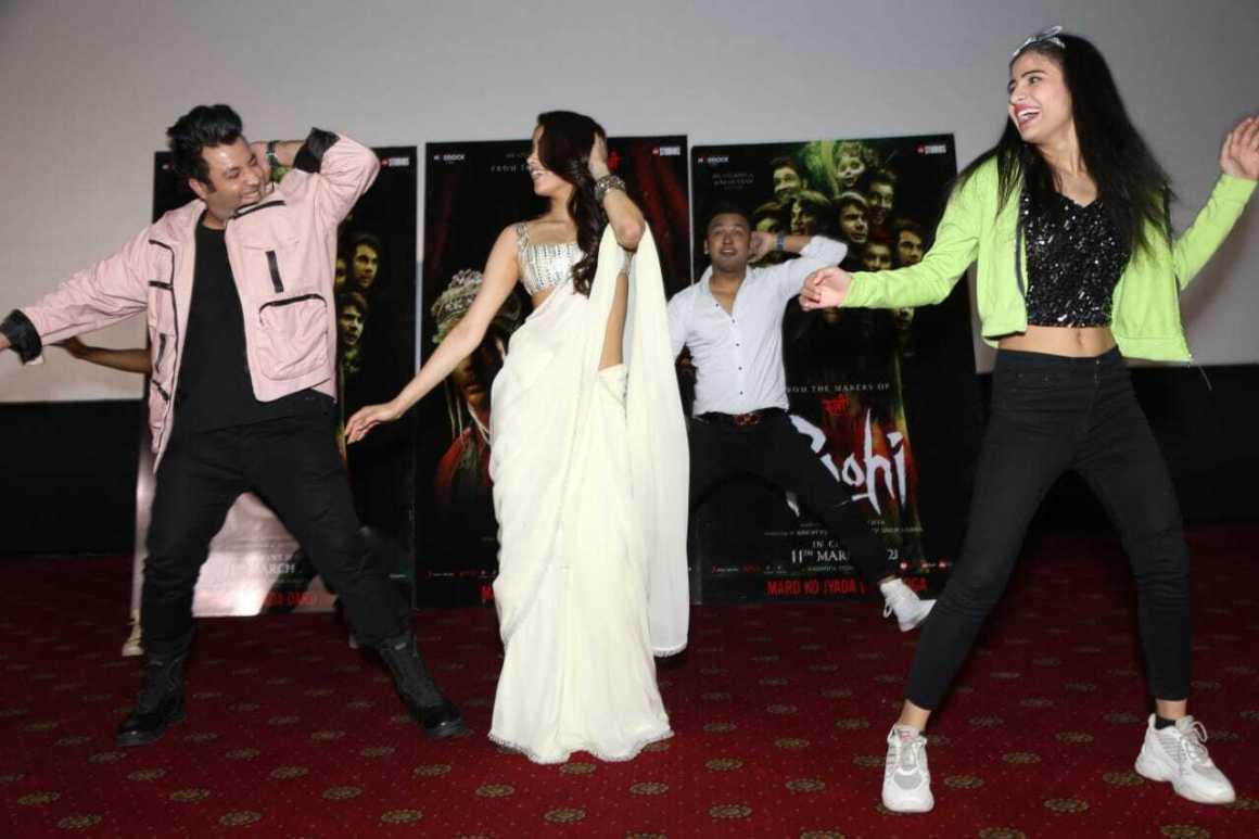 Janhvi varun video panghat dance in delhi