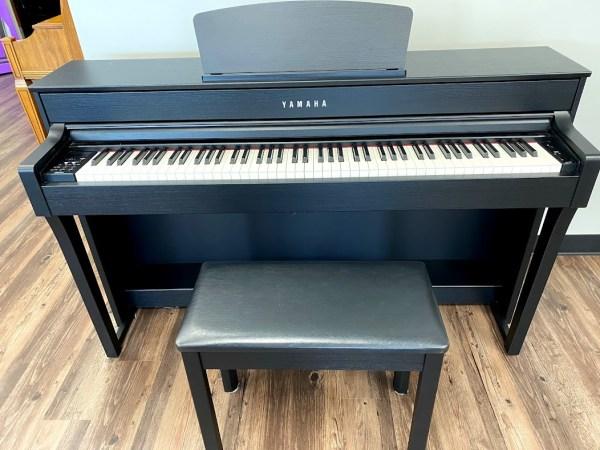 Yamaha – Model CLP-635B Clavinova digital piano