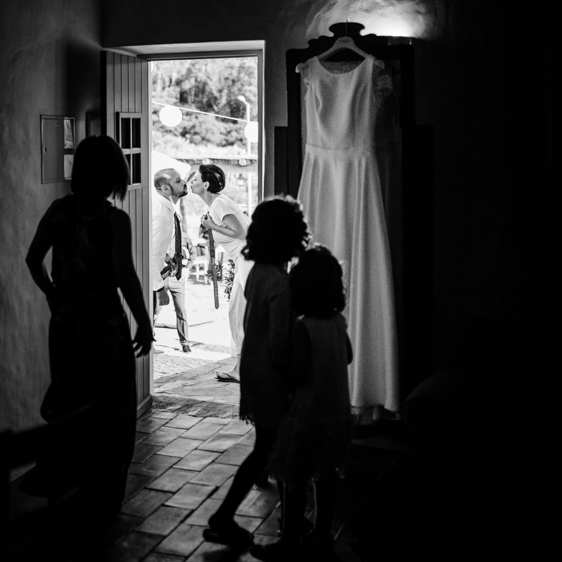 aldeia de pedralva wedding bride and groom kissing before getting ready