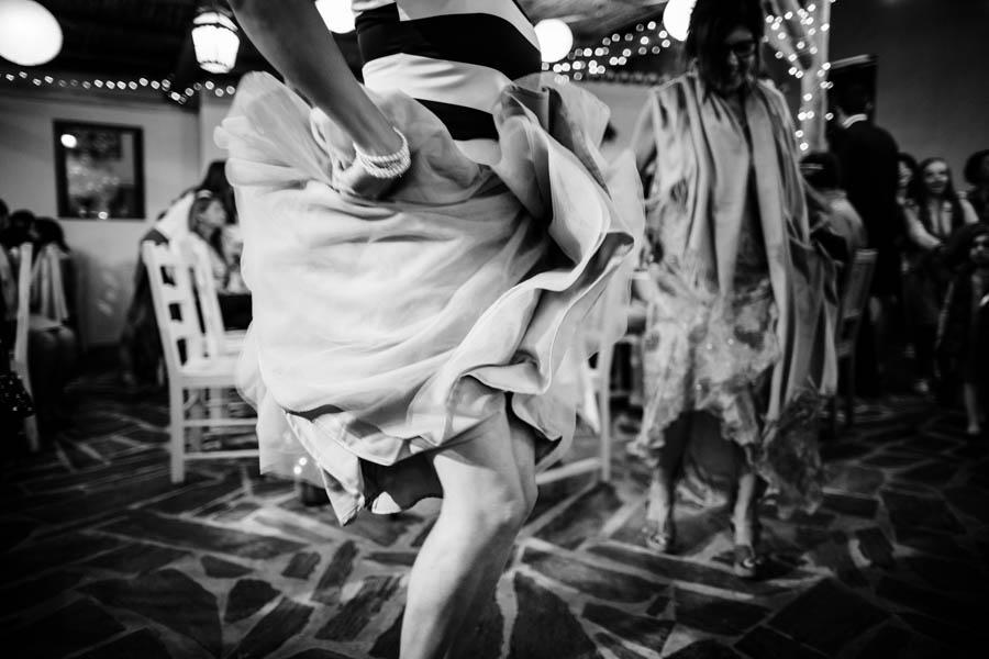 casamento aldeia de pedralva noiva dança com saia drapeada folhos ondulados