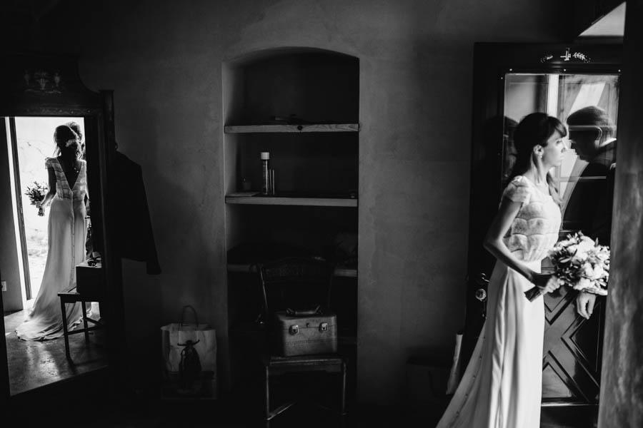 quinta de santana noiva e pai encontram-se antes da cerimónia com reflexos