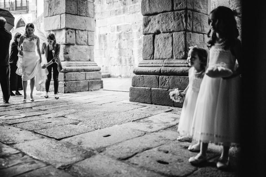 Wedding reportage menino conhece menina wedding photography this is now trinity bride flower girls groom church Amarante Sao Goncalo