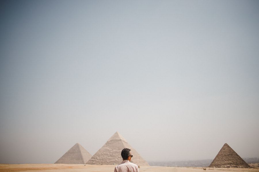 fotografia de casamento egipto noivo nas piramides de gize