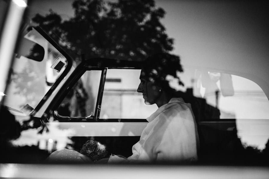 fotografia de casamento Porto reflexo noiva no carro