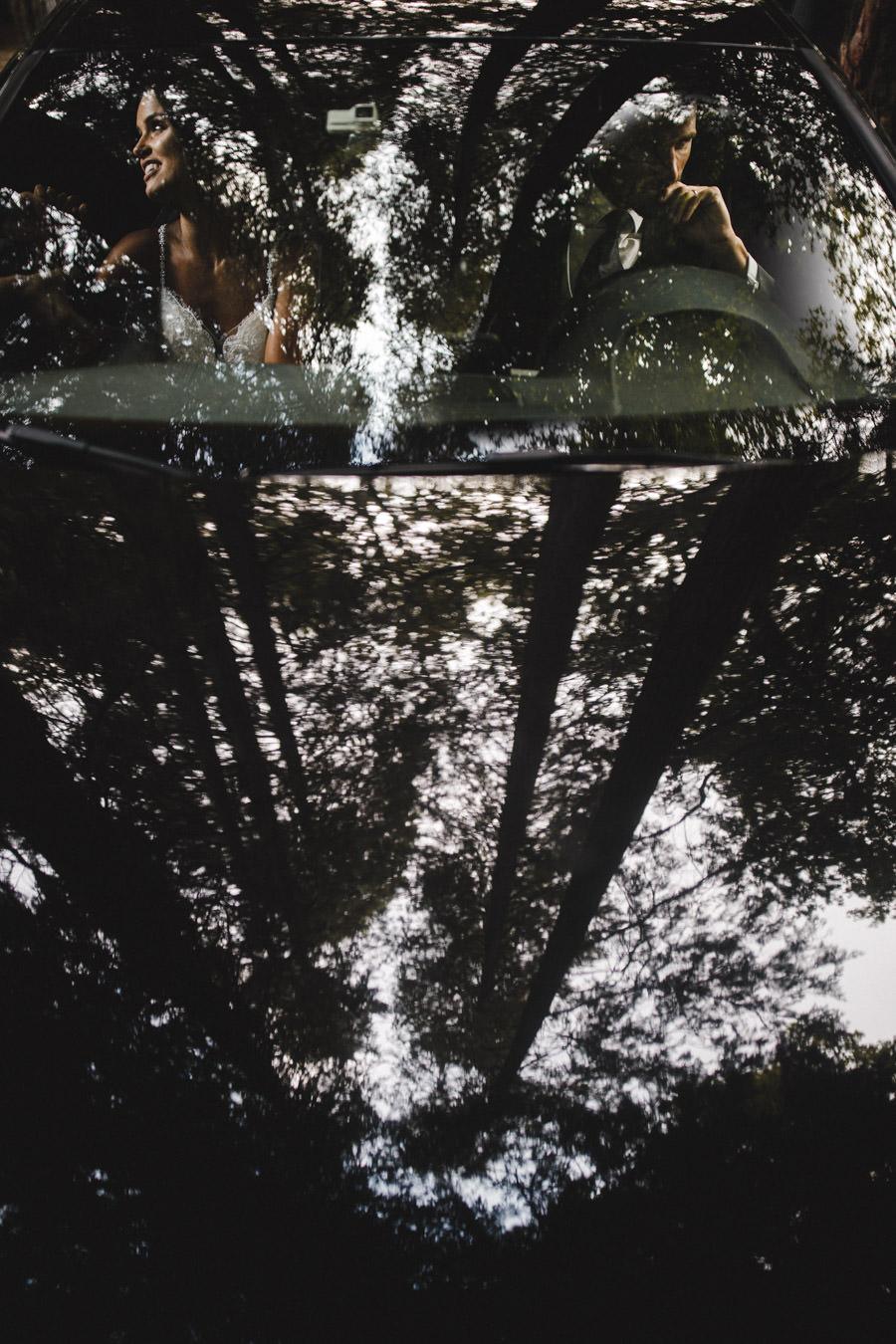 fotografia de casamento Parque da Penha reflexo noivos com arvores